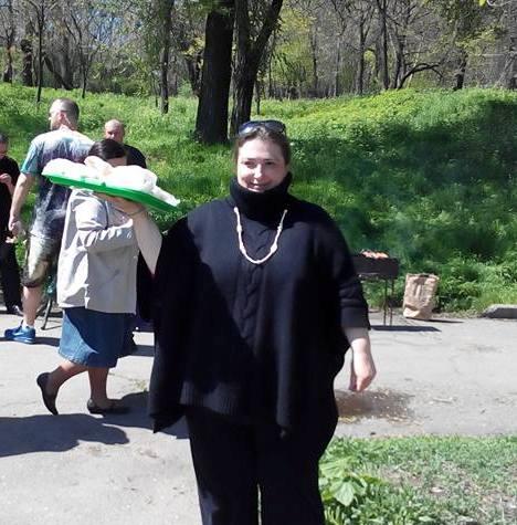 """""""Продаю домашнюю выпечку"""" (в роли продавщицы - Екатерина Орел."""